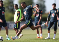 Treino no CT do Tottenham. Danilo