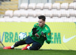 Treino no estádio do Boa Vista no Porto. Ederson