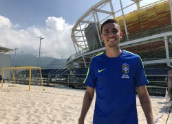 Thiago Galhardo no treino do beach soccer