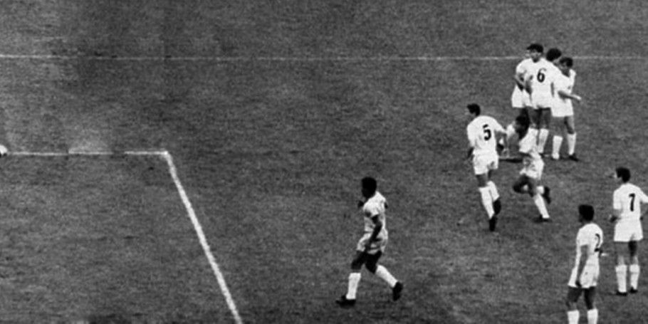 Gol do Garrincha contra a Bulgária, na Copa do Mundo de 1966