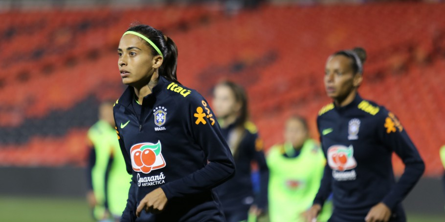 Andressa Alves concentrada no último treino