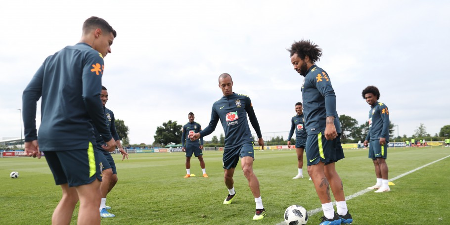 Treino com bola no CT do Tottenham