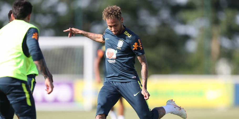 Treino no CT do Tottenham. Neymar