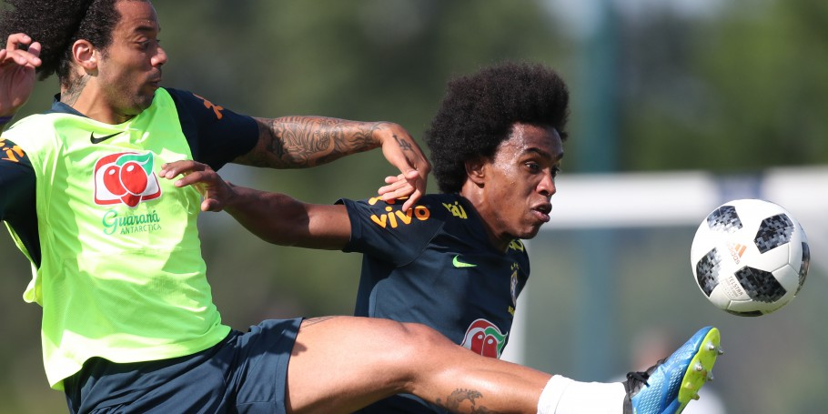 Willian e Marcelo no Centro de Treinamento do Tottenham
