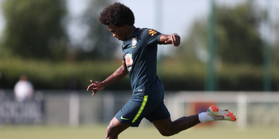 Treino no CT do Tottenham. Willian
