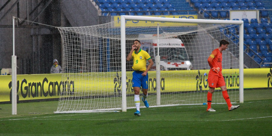 Matheus Cunha marcou o gol da vitória, na semifinal do United International Football Festival - Edition Canary Islands