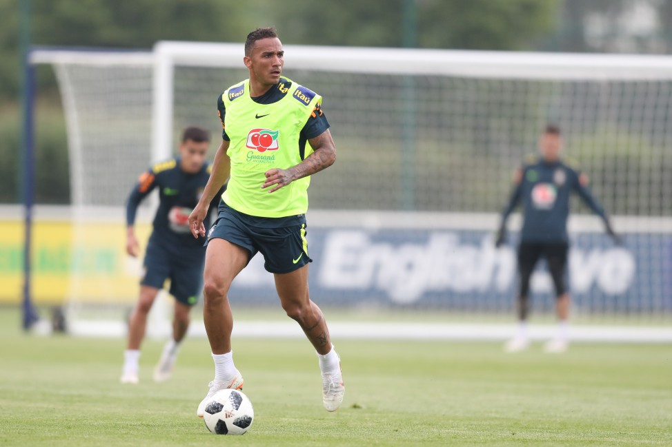 Treino no CT do Tottenham - Danilo
