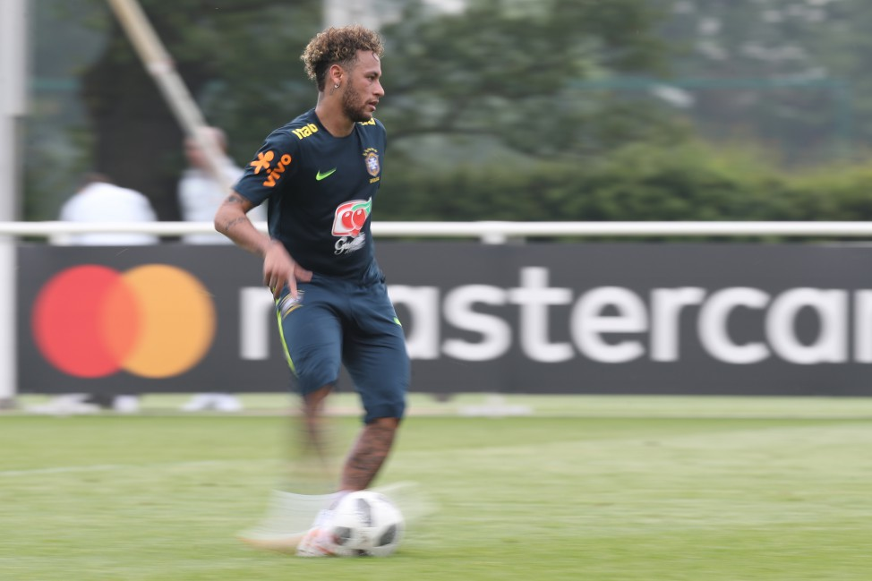 Treino no CT do Tottenham - Neymar